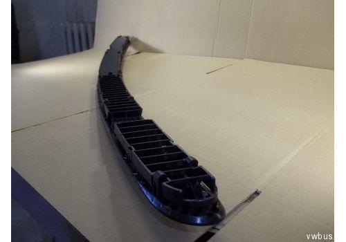 Решетка на капот Caravelle черная VAG 70181904401C