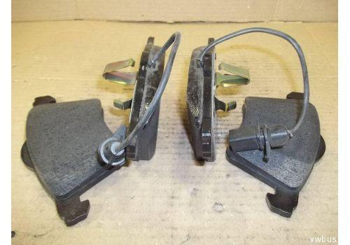 Колодки тормозные передние вентилируемый R16 98 VAG 7D0698151A