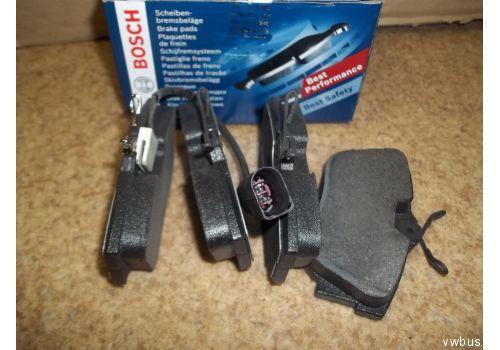 Колодки тормозные задние дисковые R15 с дат. Bosch 0986494051