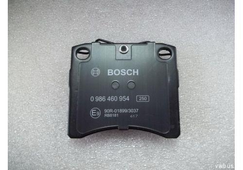 """Колодки тормозные передние вентилируемые квадратные 15"""" Bosch  0986460954"""