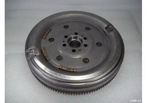 Маховик КПП-6 CAAC,CAAE,CCHA,CCHB LUK 415054010