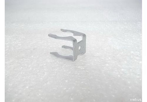Трос ручного тормоза скоба фиксатор VAG 1H0609747